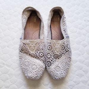 Tom's crochet lace flats floral cream 7.5 shoes